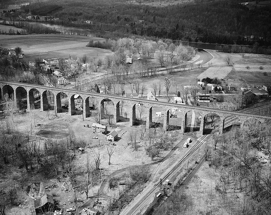 Railroad Bridges on Roundhouse Floor Plans